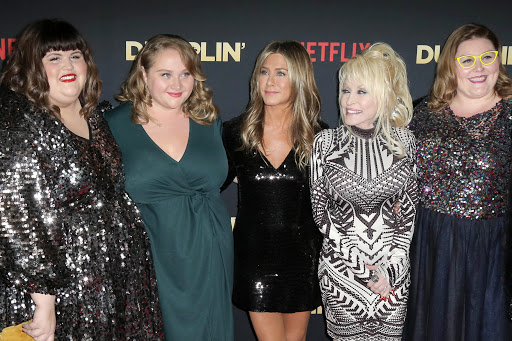 "Julie Murphy, Danielle Macdonald, Jennifer Aniston, Dolly Parton, Guest at the ""Dumplin'"" Premiere at the TCL Chinese Theater on December 6, 2018 in Los Angeles, CA, comedia, netflix ecuador, serie de tv, tv, television, pelicula, cine, cable, estrenos, netflix"