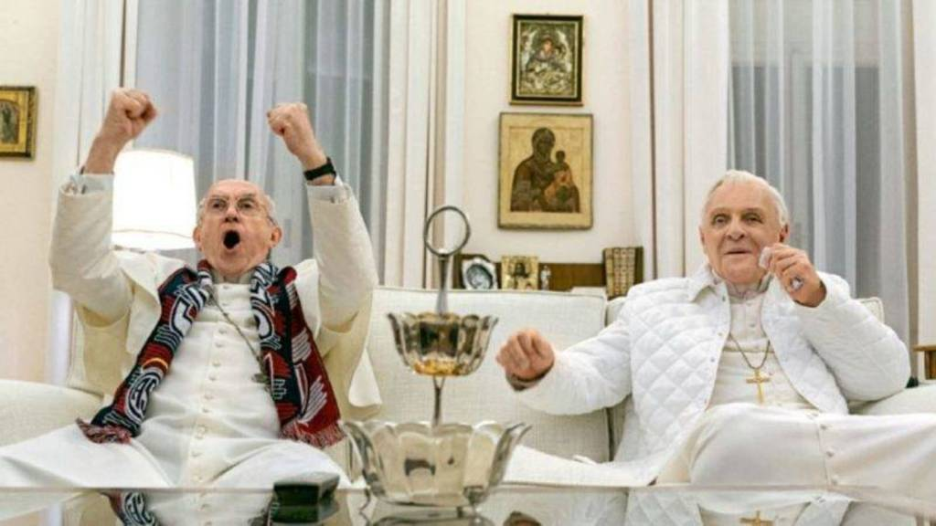 Jonathan Pryce y Anthony Hopkins, los dos papas; netflix