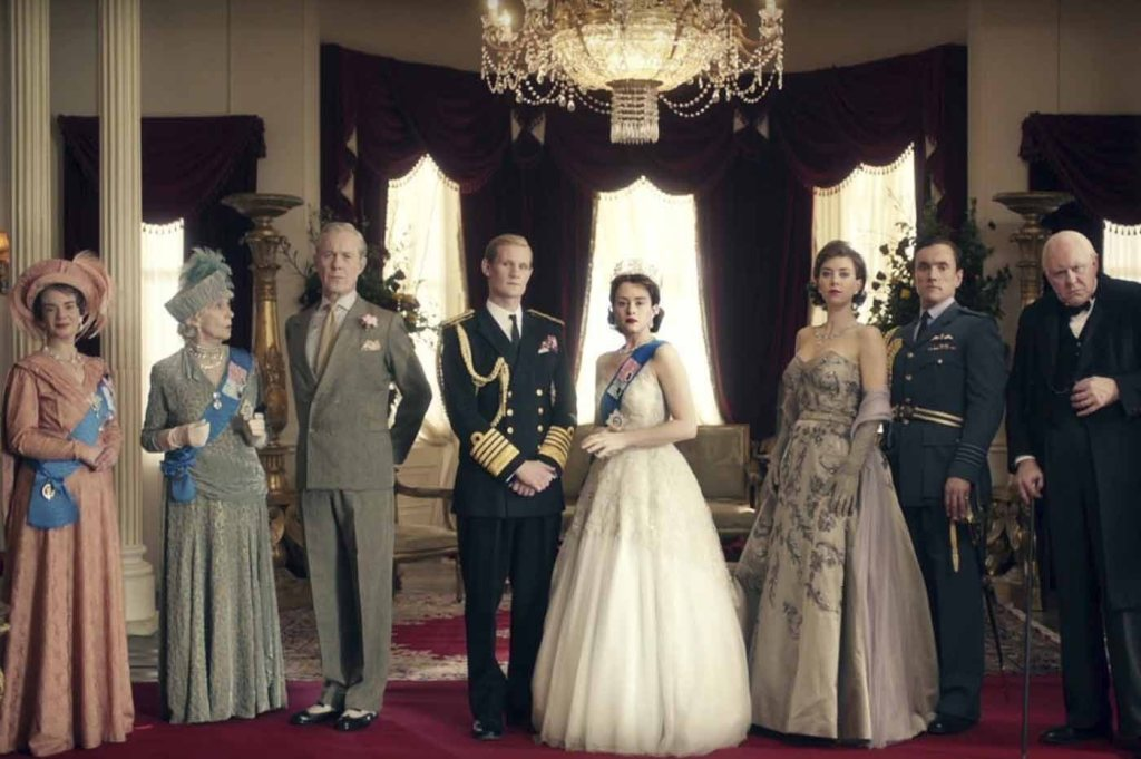 "Matt Smith,Príncipe Felipe, Claire Foy, Reina Isabel, Vanessa Kirby (Princesa Ana) y John Lithgow (Winston Churchill) en ""The Crown"""