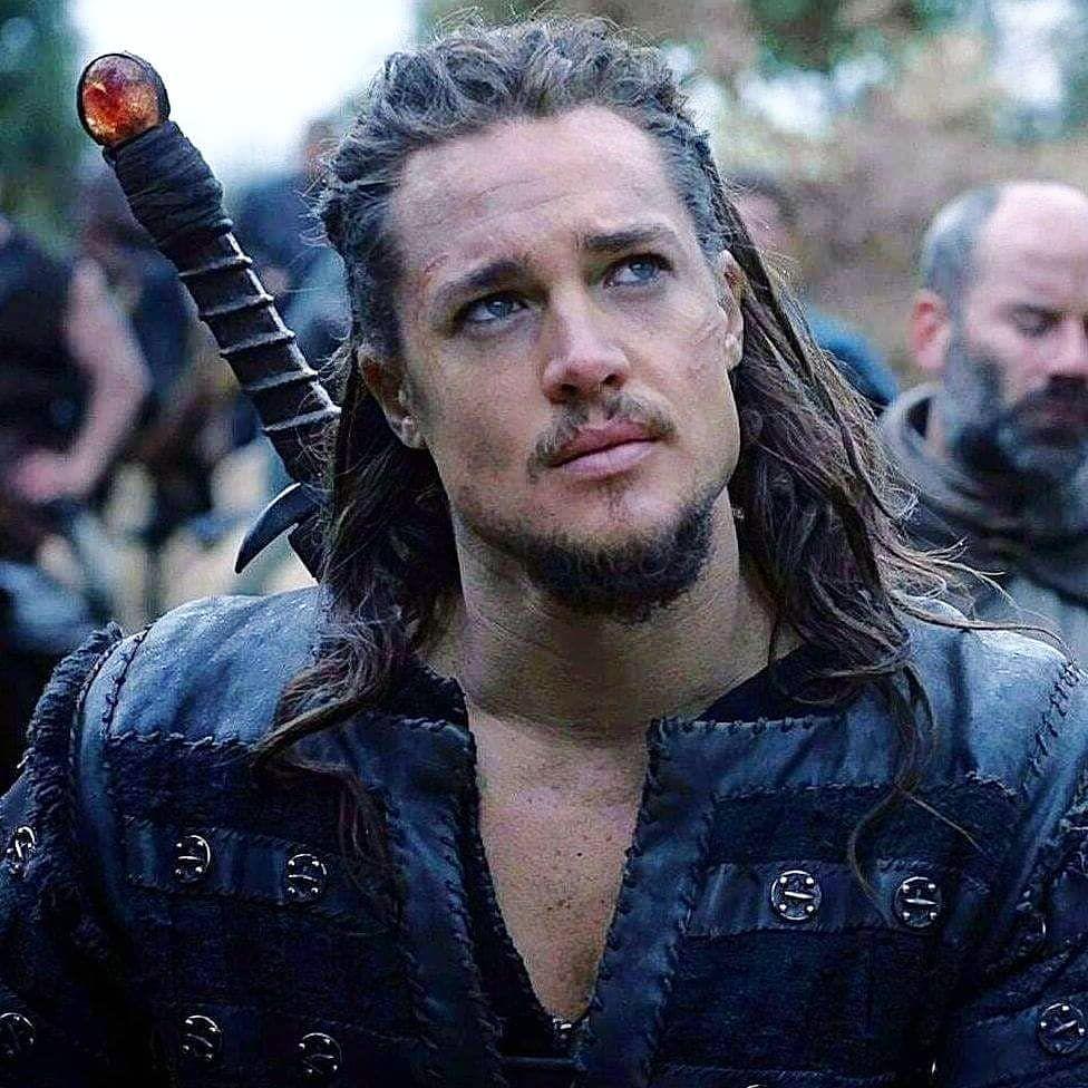 """Alexander Dreymon como Uhtred de Bebbanburg en """"The Last Kingdom"""""""