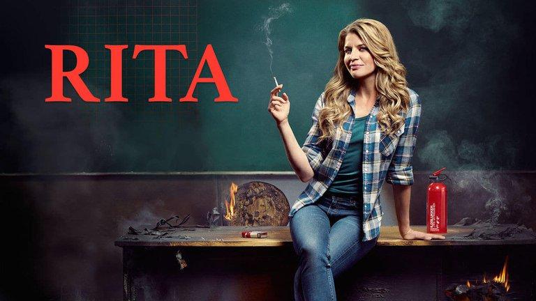 Rita, la maestra liberada que hasta fuma en el colegio
