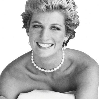 Lady Diana, mujer más fotografiada del mundo, ícono de la moda ,activista de causas sociales